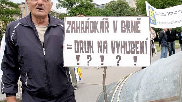 Brněnští zahrádkáři protestují.