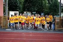 ŠTAFETOVÉHO BĚHU  se zúčastnilo šest desítek běžců. Do cíle dorazili   v 18.30 hodin.