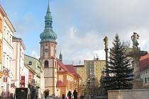 Novou faru plánovala církev vystavět mezi kostelem a panelovými domy