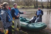 DOBROVOLNÍCI připravili řeku Ohři na vodáckou sezónu