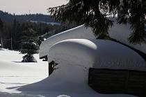 Sněhová pokrývka v horských oblastech. Ilustrační foto