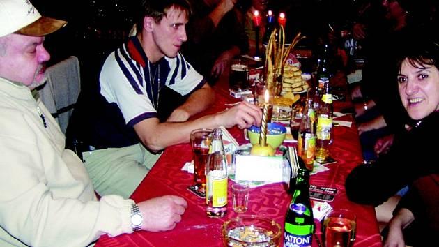 Kdo oslaví Vánoce v restauraci?
