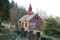 KAPLE na tisovském hřbitově se dočká obnovy. Hrozila přitom její demolice.