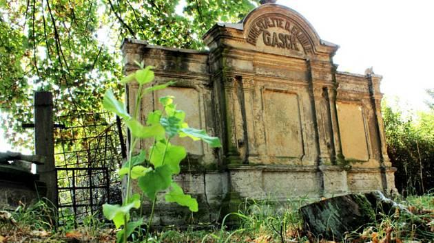 Obnovu rodinné hrobky Gaschů, zakladatelů strojírenské tradice, podpoří i Česko-německý fond budoucnost.