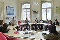 Střední průmyslová škola Loket oslavila v roce 2014 60. výročí založení, přesto výuka, například jazyků, probíhá v moderních učebnách.