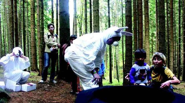 Děti si mohly v sobotu projít ve Slavkově pohádkový les, kde na ně čekaly večerníčkové postavy.