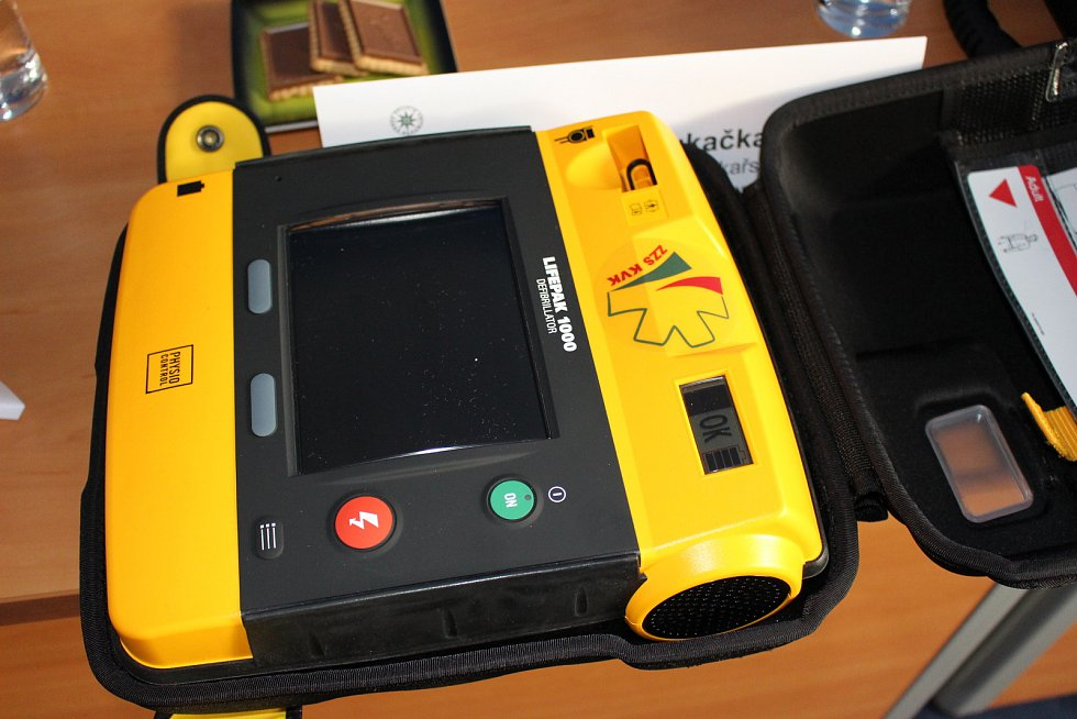 Defibrilátor je velkým pomocníkem i policistů.
