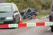 Tragická nehoda. Řidič felicie narazil čelně do popelářského auta. Náraz nepřežil.