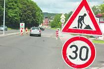 SILNIČÁŘI už u hranic nechali odstranit zpomalovací retardéry. Položit ještě musí nový asfalt. Následně požádá radnice v Kraslicích silniční správní úřad o rozšíření hraničního přechodu.