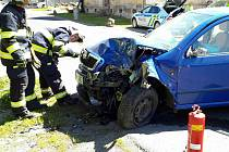 Řidička narazila do sloupu, silnice byla dvě hodiny uzavřena.