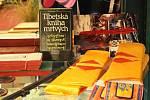 Výstavy v loketské knihovně jsou rozmanité a pestré. Zájem byl i o tu, která byla věnována Tibetu.