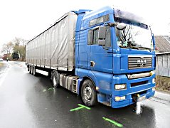 Kamion srazil chodce u Chodova.