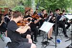 V loketském amfiteátru zahrál dechový orchestr z Laufu a ZUŠ band Horní Slavkov.