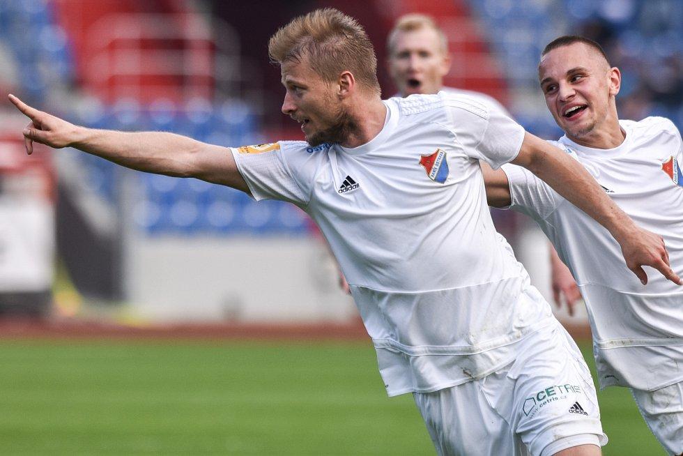 Utkání 28. kola druhé fotbalové ligy (Fortuna národní liga): Baník Ostrava vs. Baník Sokolov, 13. května v Ostravě. Radost Tomáš Mičola.