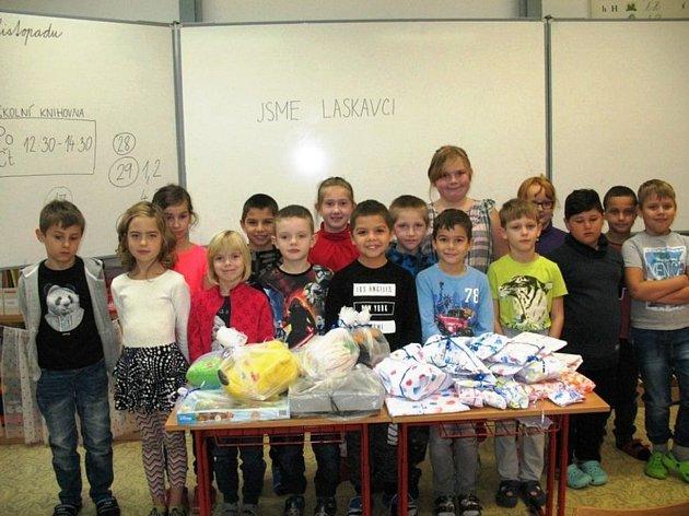 Sbírku hraček pro děti zAzylového domu vSokolově uspořádala třída 2. A ze Základní školy vulici Křižíkova vSokolově.