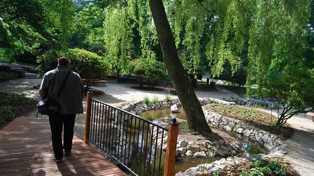 Relaxační zahrada v Husových sadech