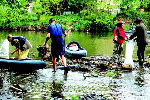 Od pátku do neděle se konala ekologická akce čištění řeky Ohře