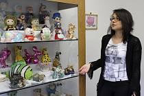 Část své sbírky pokladniček vystavuje Jiřina Siváková v muzeu v Horním Slavkově.