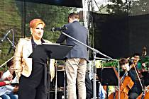 OPERNÍ PĚVKYNĚ Dagmar Pecková při koncertě v Lokti. Po jeho skončení si však v ulicích města poranila kotník (menší snímek).