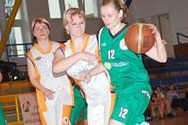 Oblastní přebor žen: BK Sokolov (v zeleném) - DBK Becker Kožlany Kralovice