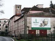 Porcelánka Haas & Czjzek v Horním Slavkově se možná opět dočká díky dražbě nového majitele.