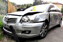 Taxi pro zákazníky nedojelo, srazilo se s opilým řidičem.