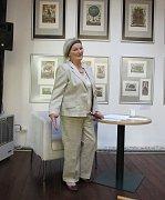 VĚRA KUBOVÁ přednášela v loketské knihovně o mystice bratří Čapků. Bývalá herečka se dala na studia filozofie.