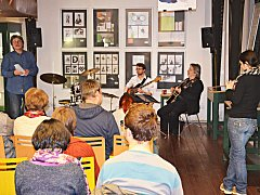 Vernisáž k výstavě prací studentů Střední uměleckoprůmyslové školy Karlovy Vary.