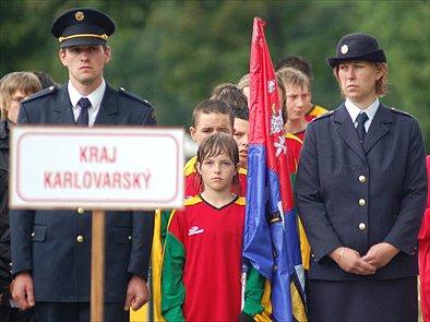 Družstvo mladých hasičů při slavnostním nástupu během mistrovství republiky ve Zlíně.