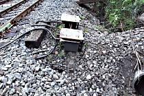 Nejméně 380 metrů elektrických kabelů vytrhal na železniční trati u Dasnic čtyřiadvacetiletý muž z Bukovan