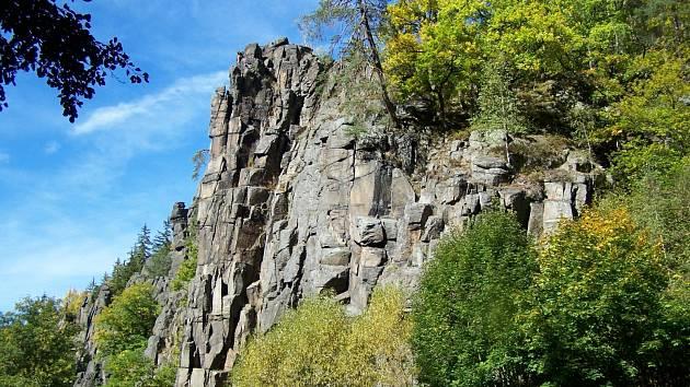 Svatošské skály jsou národní přírodní památka na rozhraní okresů Karlovy Vary a Sokolov.