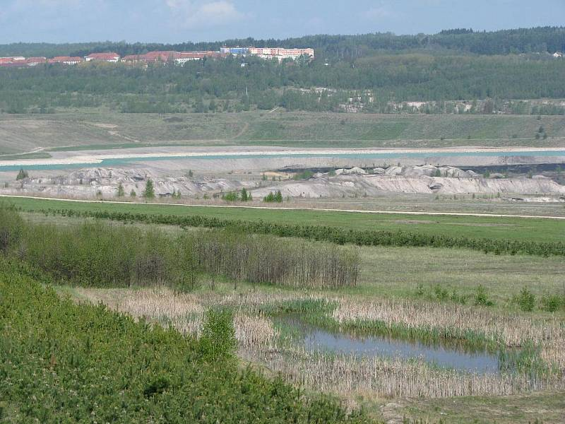 Napouštění budoucího jezera Medard.