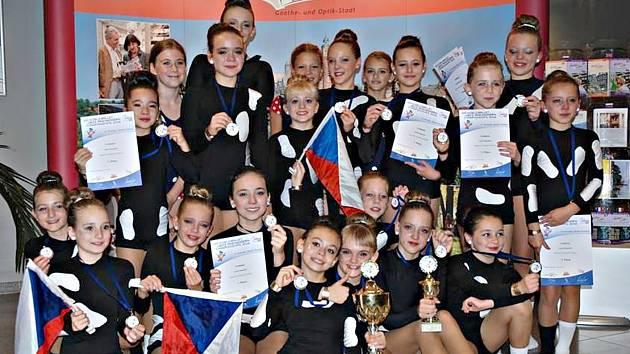 MISTŘI SVĚTA. Tanečnice Miráklu obhájily titul mistrů světa v prestižní modern kategorii s choreografií NOHY.