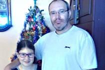 OSLAVENEC Radek Šejhl se narodil na Nový rok. Letos slaví 44. narozeniny. Na snímku s dcerou Sabinkou.
