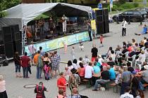 Na letošním Sokolovském dostavníku zahráli a zazpívali Bankrot, Franta Nedvěd, Míra Paleček, Roháči z Lokte a Vopejkači.