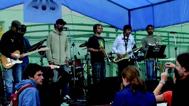 Svátek hudby 2007 v Chodově.