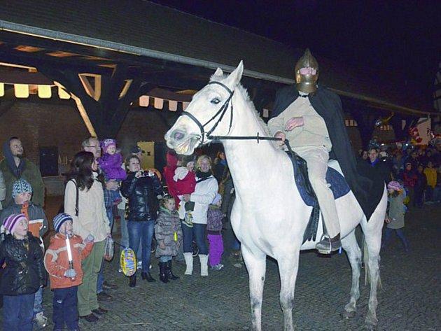 Na statek Bernard v Královském Poříčí zavítá zase po roce Martin na bílém koni.