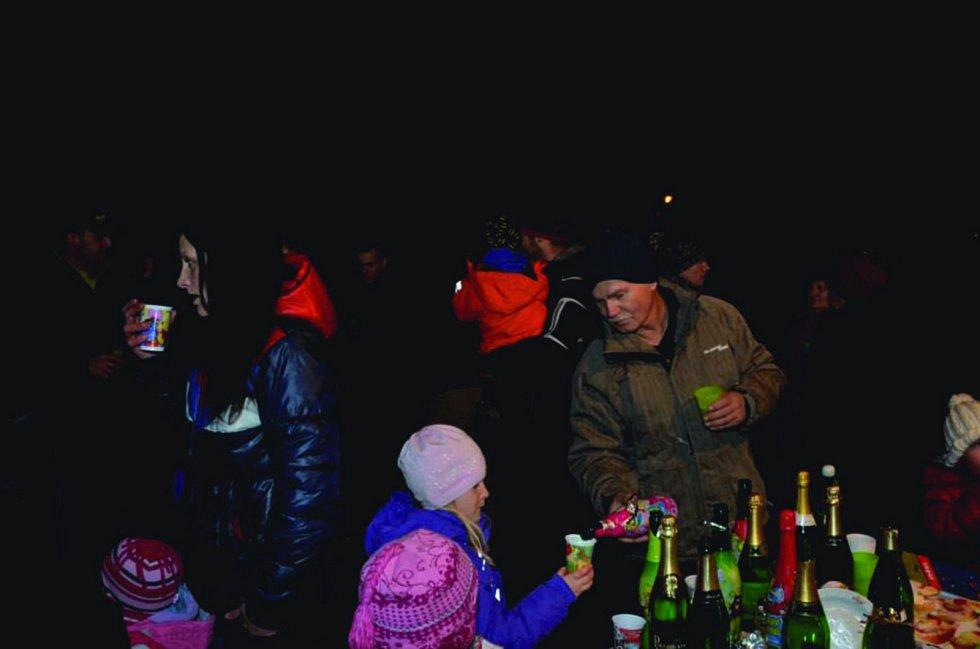 DOSPĚLÍ bouchali šampaňské, děti aspoň rychlé špunty. Foto: Kateřina Cekovová