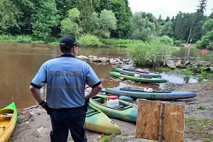 Lidé se s policisty a také preventisty mohou setkat ve vodáckých kempech či rekreačních střediscích.