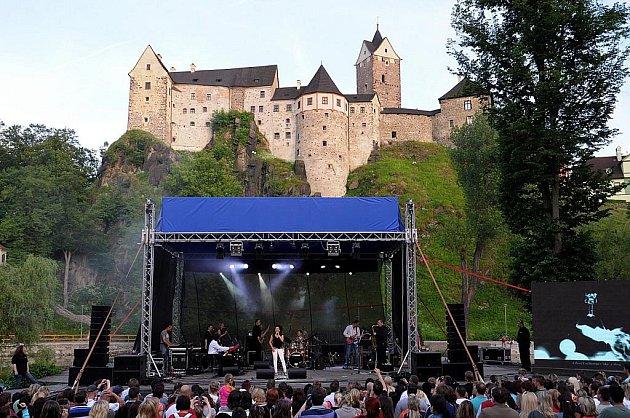 LUCIE BÍLÁ spolu s kapelou Petra Maláska zcela ovládla přírodní divadlo.