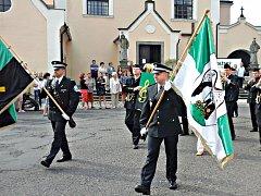 Hornický průvod, který zahájil oslavy Dne horníků, vyšel od kláštera na Starém náměstí. Cílem bylo náměstí Budovatelů.