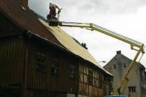 ZÁCHRANNÉ PRÁCE nařídil už podruhé kraslický stavební úřad na hrázděném domě v ulici 5. května. Vyšly na padesát tisíc korun.