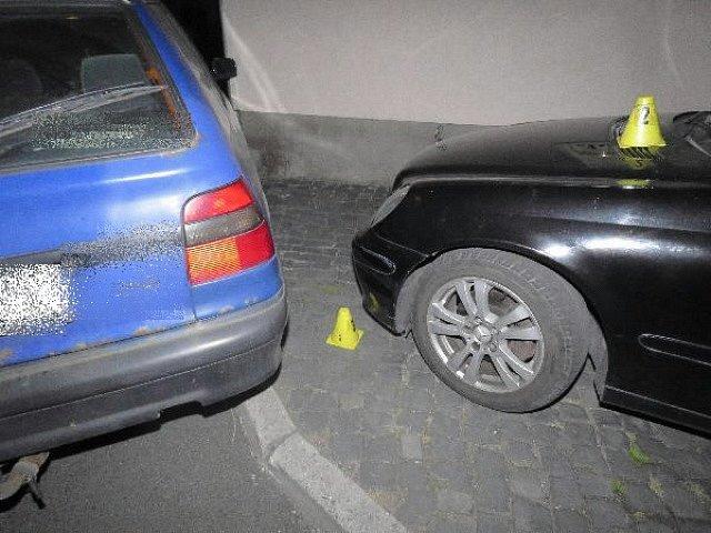 Chlapec naboural další osobní auto i dům