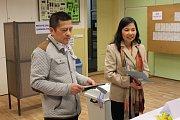 V Čechách žije Le téměř třicet let, letos poprvé ale mohla volit. Neskrývala nervozitu.