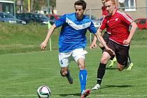 Krajský přebor: Olympie Březová - FK Ostrov (v modrém)