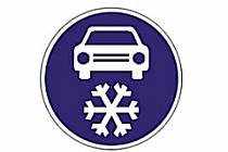 Dopravní značka, která označuje povinnost zimní výbavy.