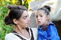 V OSADĚ Svaljava žije kolem 4500 Romů. Mária a Mária tu přežívaly bez střechy nad hlavou i bez jakýchkoliv prostředků a možností, jak svou situaci změnit. Pomohli až čeští dobrovolníci.