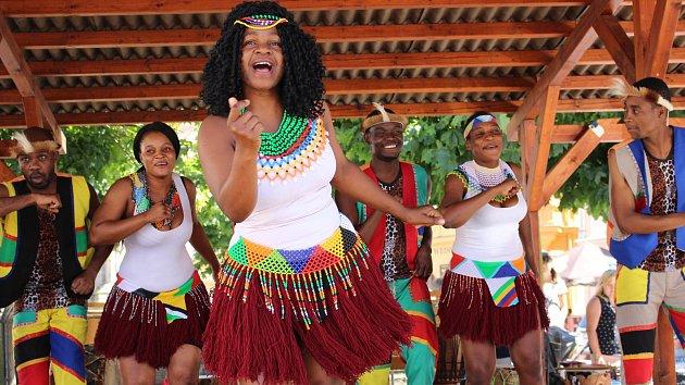 Na svém turné po České republice se skupina IYASA ze Zimbabwe zastavila i v Lokti.