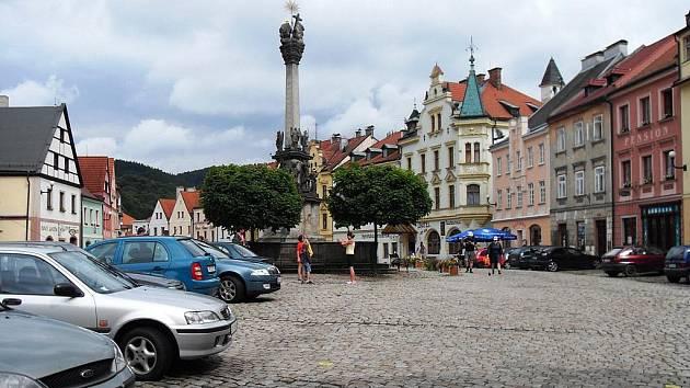 Historické náměstí v Lokti.