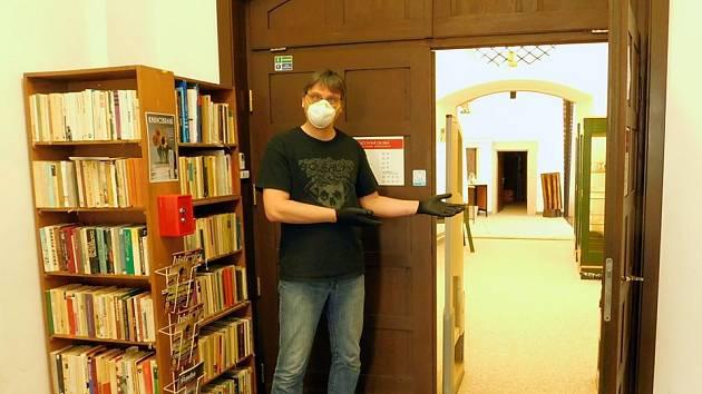 Knihovníci opět zvou do loketské knihovny.